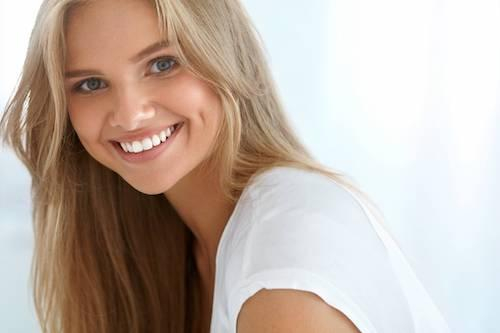 Woman with teeth whitening in white bear lake mn